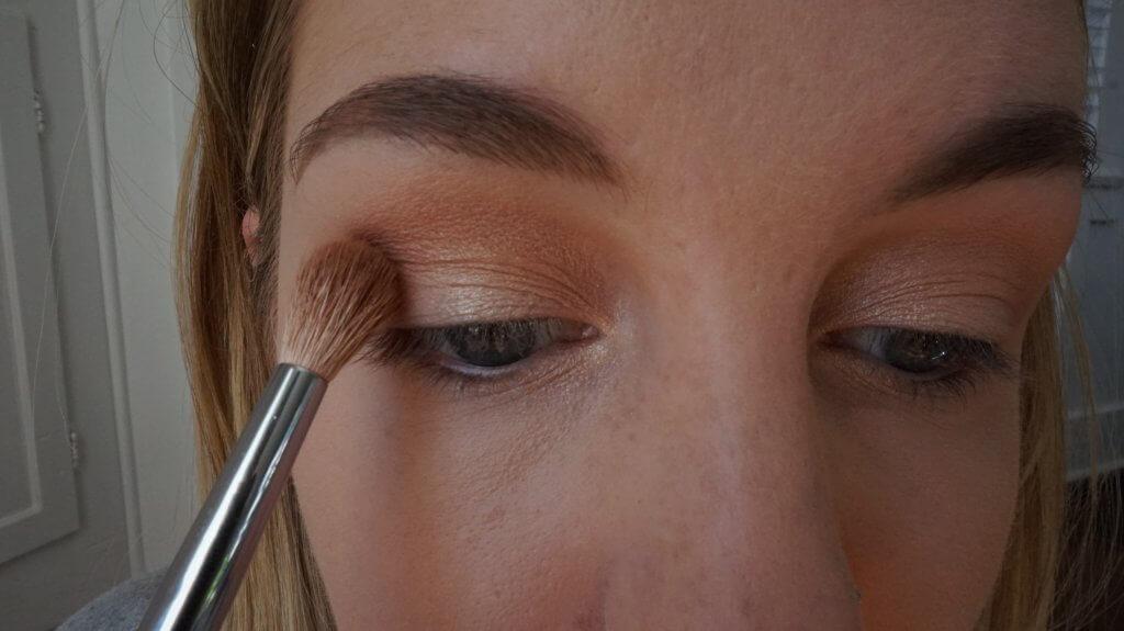 eyeshadow crease shade