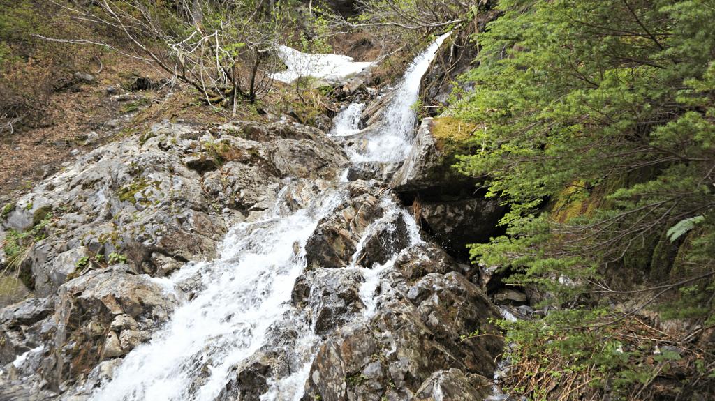 river on snow lake trail