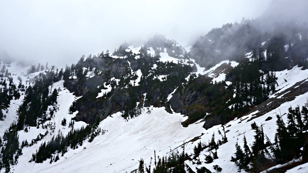 fog rolling in snow lake trail