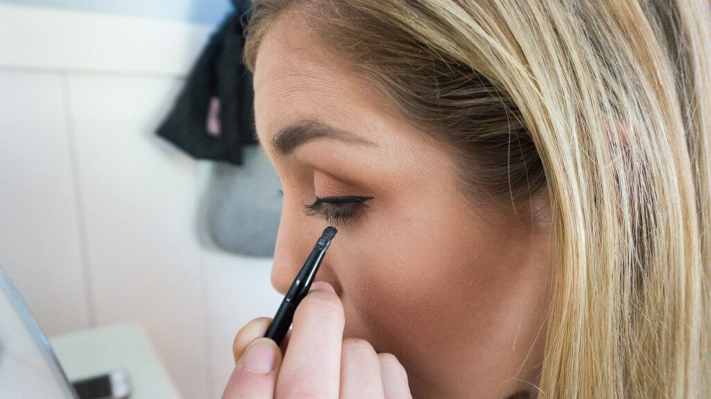eyeliner application