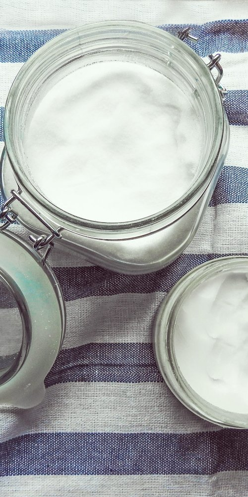 coconut oil in can with cloth beauty uses